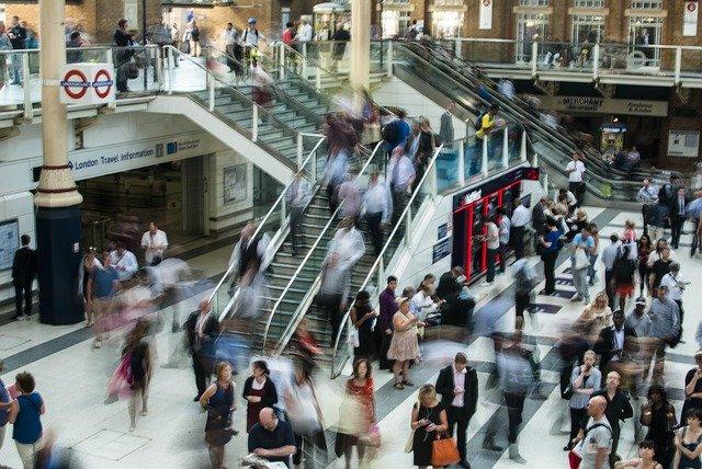 het drukke moderne leven - metrostation London